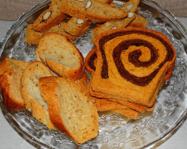 Rusks, 'lagacci' and rice and oats 'cantucci' with almonds